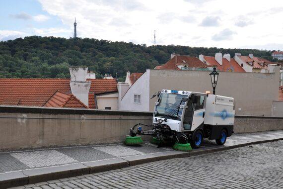 Электрическая подметально-вакуумная машина Bucher citycat 2020EV